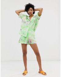 & Other Stories – Shorts mit hoher Taille und grünem Batikmuster