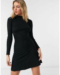 Girl In Mind – Hochgeschlossenes, gestricktes Skater-Kleid in - Schwarz