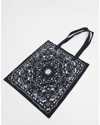 ASOS Tote bag en toile avec imprimé bandana - Noir