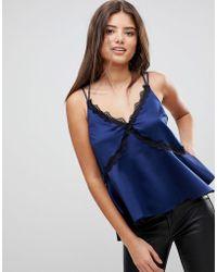 ASOS Camisola de pecho completo con diseño asimétrico, tiras y ribete de encaje - Azul