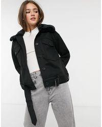 Pieces – Kastenförmige Jacke - Schwarz