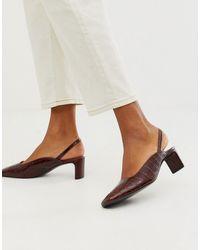 & Other Stories Braune Schuhe mit Kroko-Muster, eckiger Zehenpartie, mittelhohen Absätzen und Fersenriemen
