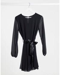 Boohoo Robe courte avec ourlet en dentelle - Noir