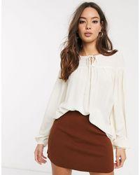 Vero Moda – Gesmokte Bluse mit Schnürung - Mehrfarbig
