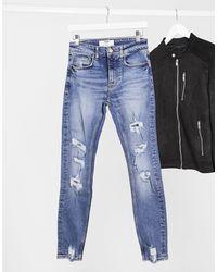 Bershka – Superenge Jeans mit Zierrissen - Blau