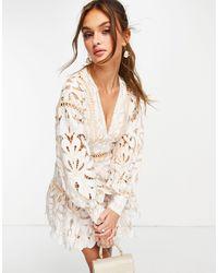 ASOS Vestido corto con estampado floral, volante en el bajo y ribetes en contraste - Blanco
