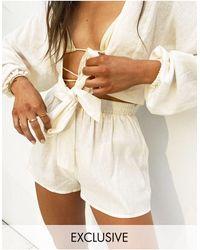 South Beach Esclusiva x natalya wright - pantaloncini da spiaggia color crema a vita alta - Bianco