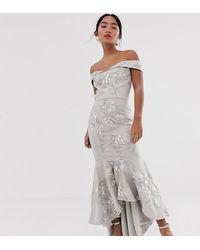 Chi Chi London - Robe sirène longue style Bardot - Gris - Lyst