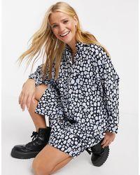 Monki Moa - Robe chemise courte à pois en tissu recyclé - Bleu