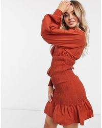 NA-KD Vestito corto arricciato color ruggine con maniche a palloncino - Rosso