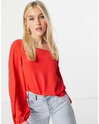 Lipsy Top con puños anudados y cuello oblicuo - Rojo