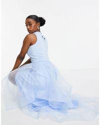 Chi Chi London – Blaues Organza-Kleid mit nach hinten abfallendem Saum - Lila