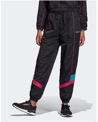 adidas Originals Pantaloni tecnici multitasche neri con trifoglio - Nero