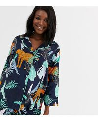 ASOS ASOS DESIGN Maternity - Pyjama 100% modal avec short et chemise à motif tigre botanique - Bleu