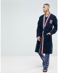 Tommy Hilfiger Bata con logo y cuello esmoquin a rayas en azul marino de
