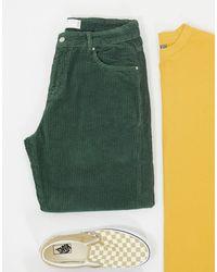 ASOS – Legere, schmal zulaufende Jeans aus Cord - Grün