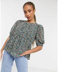 ONLY – Bluse mit Schößchen und Blumenmuster - Grün