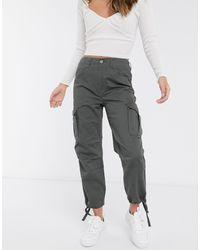 ASOS Pantalones cargo con bolsillo utilitario en caqui - Gris