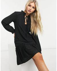 Oasis Vestido negro bordado con cintura caída