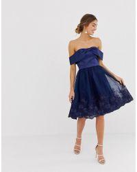 Chi Chi London - Gebloemde Midi-jurk Met Blote Schouders - Lyst
