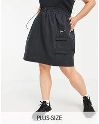 Nike - Черная Тканевая Юбка С Логотипом-галочкой И Карманами В Утилитарном Стиле Plus-черный Цвет - Lyst