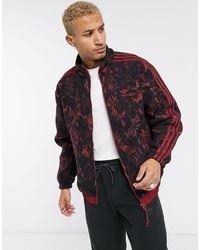 adidas Originals – Fleece-Jacke mit Print und reflektierenden Details - Rot