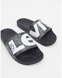 Levi's – e Slider mit Camouflage-Muster und Logo - Grau