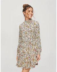 Miss Selfridge Vestito grembiule arricciato a fiorellini - Neutro