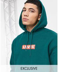 Levi's – Locker geschnittener Kapuzenpullover mit rechteckigem Logo auf der Brust - Grün