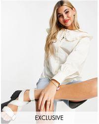 Reclaimed (vintage) Inspired - blouse à volants oversize au col - Blanc