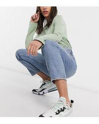 Monki – Taiki – Mom-Jeans mit hoher Taille und Bio-Baumwolle - Blau