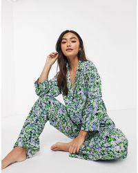 ASOS – Traditioneller geblümter Pyjama - Grün