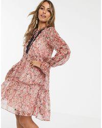 Y.A.S - Vestido amplio a capas con estampado paisley y detalle - Lyst