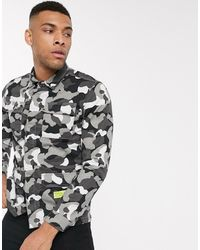 Jack & Jones – Core – e Hemdjacke mit Military-Muster - Mehrfarbig