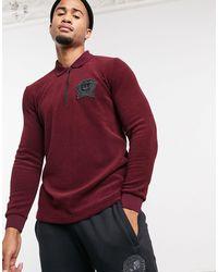 adidas Originals Polo à manches longues avec blason style étudiant en éponge - bordeaux - Multicolore