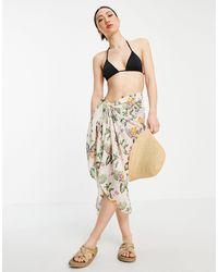 Vero Moda Pareo color crema con estampado floral exclusivo - Multicolor