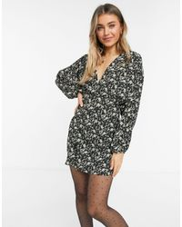 Pull&Bear - Платье Мини С V-образным Вырезом И Цветочным Принтом Темного Цвета -мульти - Lyst