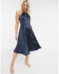 Chi Chi London Темно-синее Атласное Платье С Вырезом Капелькой -темно-синий