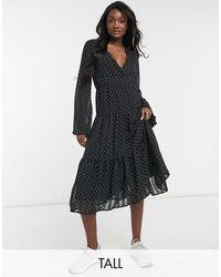 Y.A.S - Черное Ярусное Платье Миди С V-образным Вырезом И Принтом Точек -черный Цвет - Lyst
