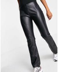ASOS Pantalon taille basse évasé en imitation cuir - Noir