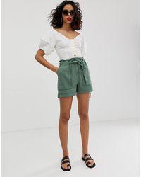 Vero Moda – Utility-Shorts mit Paperbag-Taille - Grün