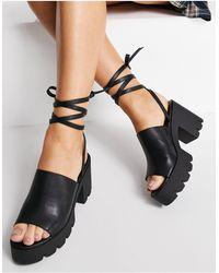 London Rebel Sandali con tacco spesso neri con lacci alla caviglia - Nero