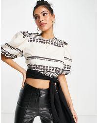 In The Style X lorna luxe - crop top d'ensemble manches ballon à motif géométrique - noir et blanc - Multicolore