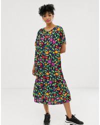 Monki Robe mi-longue boutonnée à fleurs - Noir