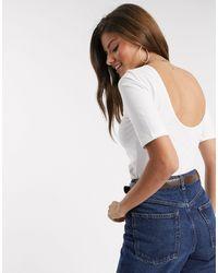 Warehouse Camiseta con parte trasera redondeada en blanco