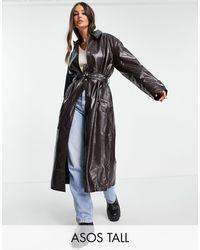 ASOS ASOS DESIGN Tall - Trench-coat en similicuir effet froissé - Bordeaux - Rouge