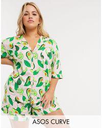 ASOS ASOS DESIGN Curve – Pyjama aus Modal mit Hemd und Shorts mit Avocado-Print - Grün