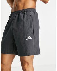 adidas Originals Adidas Training - Pantaloncini con logo grigi - Grigio