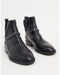 Stradivarius Chelsea Boot With Chain - Black