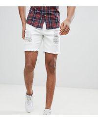 f99f23474756 Shorts vaqueros muy ajustados en blanco con acabado desgastado exclusivos  en ASOS de